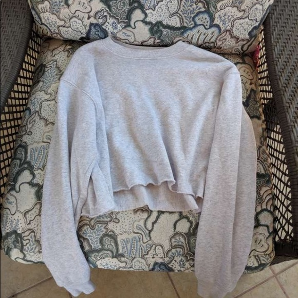 Sweaters - Cropped crew neck sweatshirt